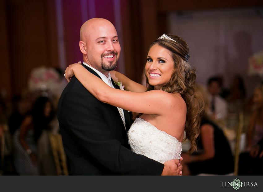 17-newport-beach-marriott-hotel-wedding-photography-first-dance