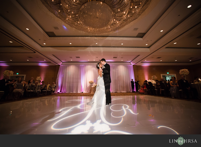 32-fairmont-newport-beach-hotel-wedding-photographer-first-dance