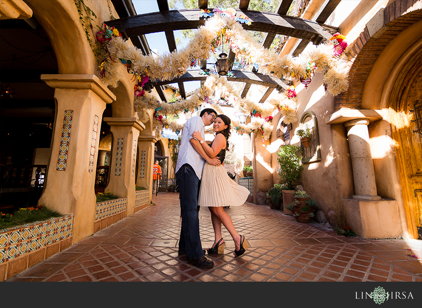 01-disneyland-resort-engagement-photographer