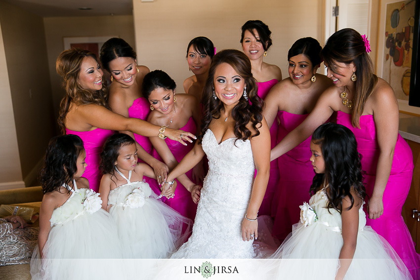 03-hyatt-regency-irvine-wedding-photographer-bride-getting-ready