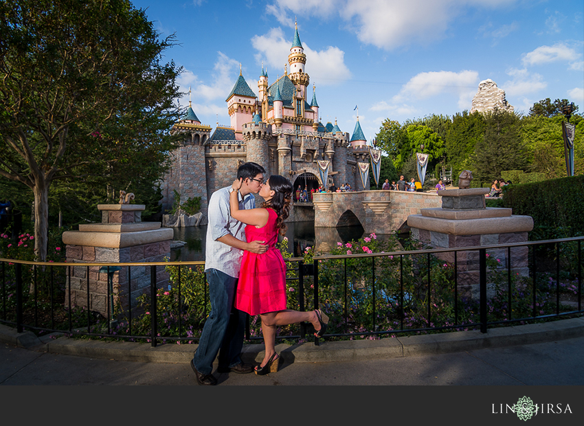 05-disneyland-resort-engagement-photographer