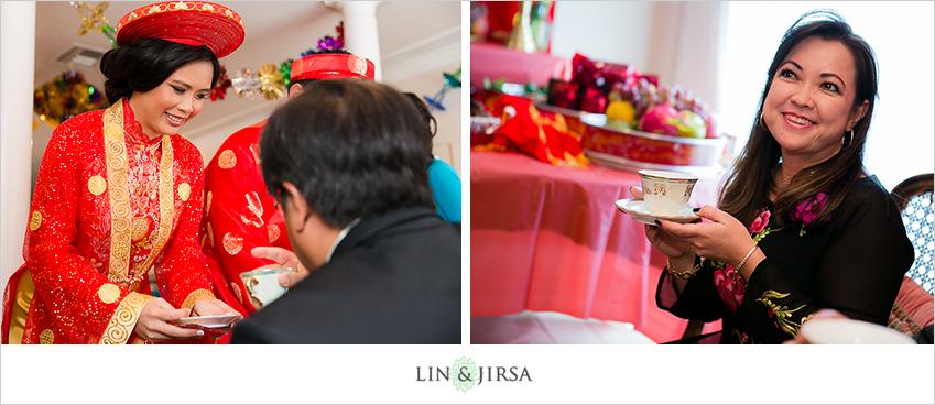 05-huntington-beach-hyatt-wedding-photography-vietnamese-tea-ceremony
