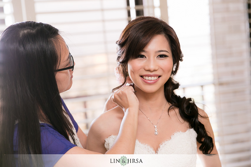 05-pacific-palms-resort-wedding-photographer-bride-getting-ready