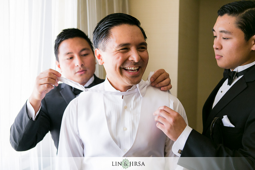 06-hyatt-regency-irvine-wedding-photographer-groom-getting-ready