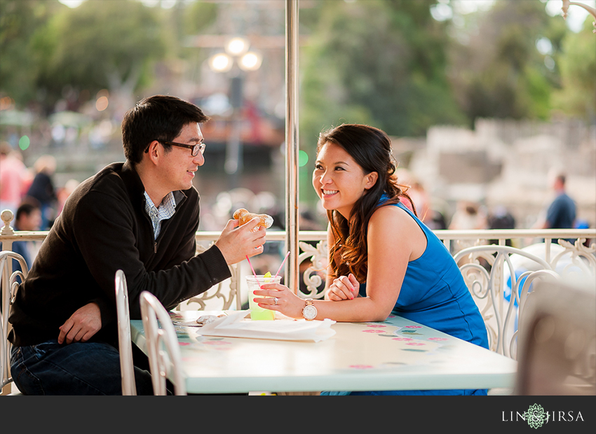 07-disneyland-resort-engagement-photographer