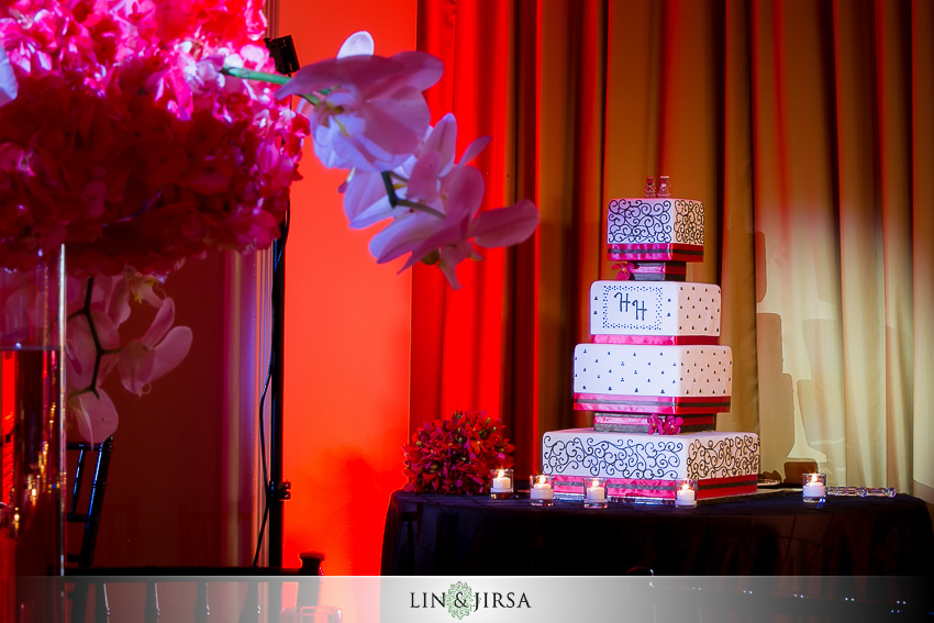 19-huntington-beach-hyatt-wedding-photography-wedding-cake