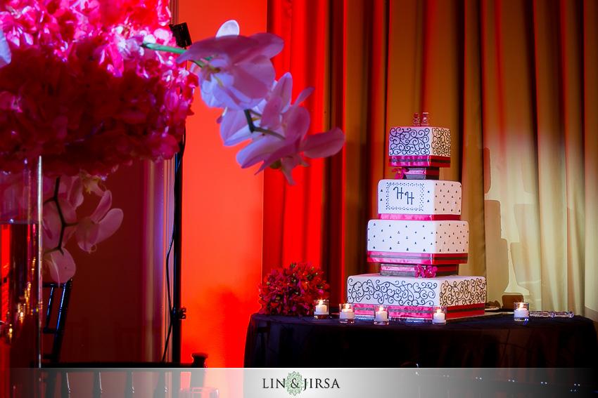 19-huntington-beach-hyatt-wedding-photography-wedding-cake