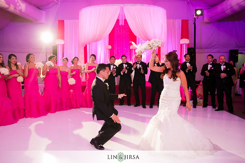 22-hyatt-regency-irvine-wedding-photographer-first-dance