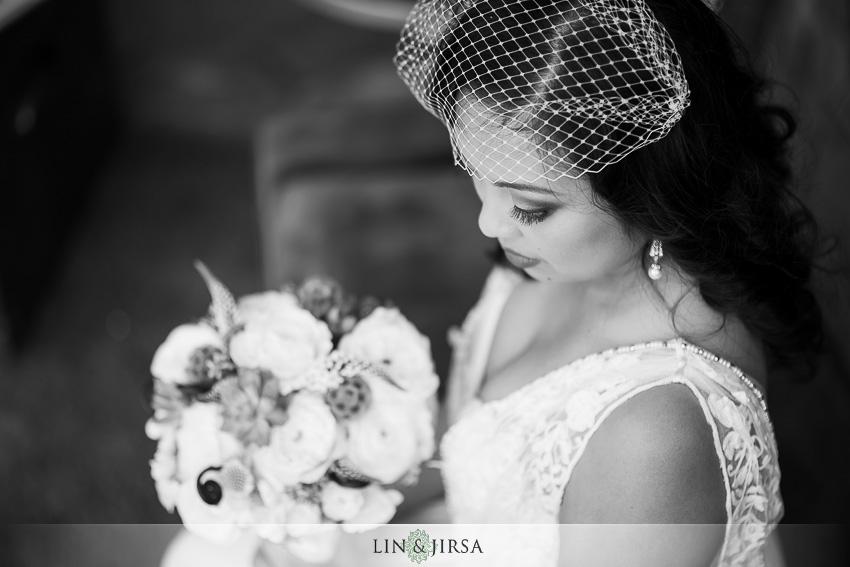 04-chateau-palmier-estate-fallbrook-wedding-photographer-bride-portrait