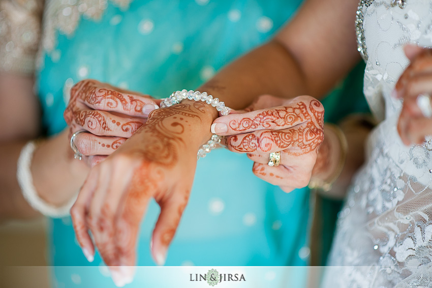 04-hilton-irvine-wedding-photographer-bride-jewelry