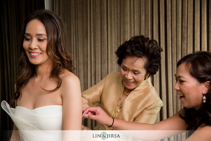04-sls-beverly-hills-wedding-photographer-bride-getting-wedding-day-photos