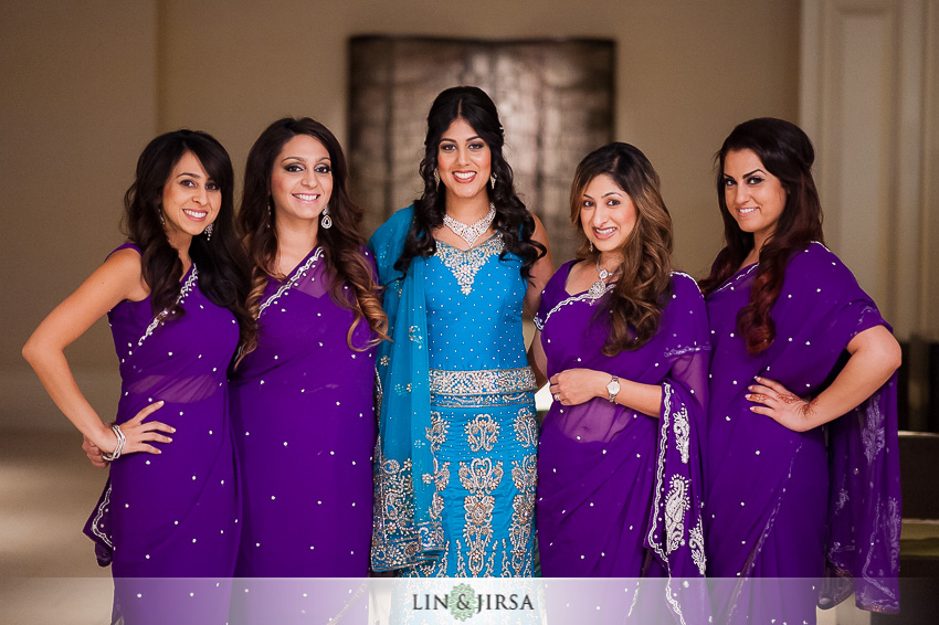 06-hilton-irvine-wedding-photographer-bride-with-bridesmaids