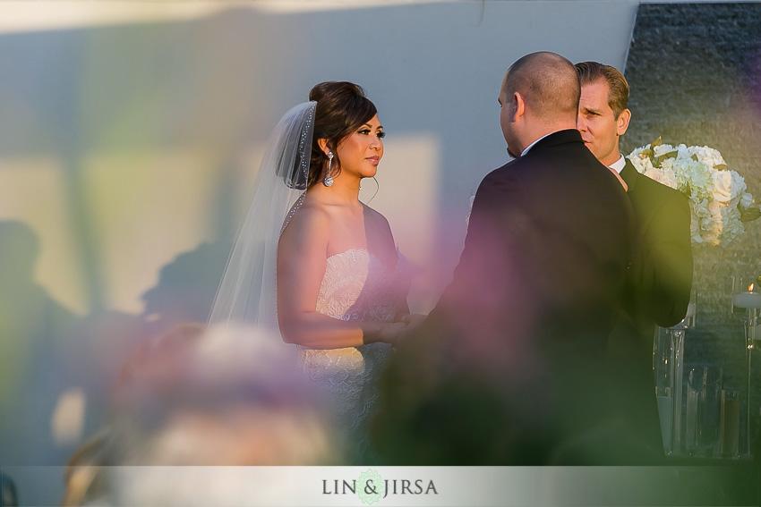 16-seven-degrees-laguna-beach-wedding-photographer-outdoor-wedding-ceremony