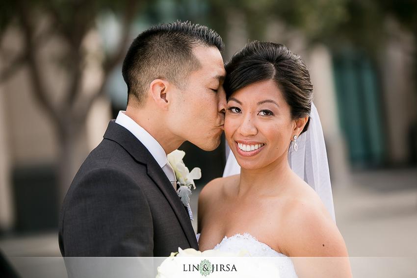 17-manchester-grand-hyatt-san-diego-wedding-photographer-bride-and-groom-beautiful-wedding-portraits