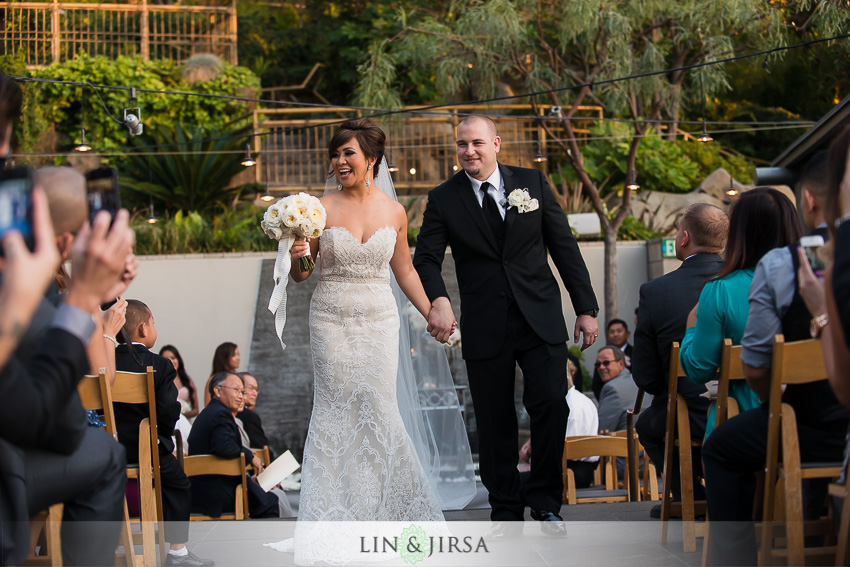 20-seven-degrees-laguna-beach-wedding-photographer-wedding-ceremony-outdoors