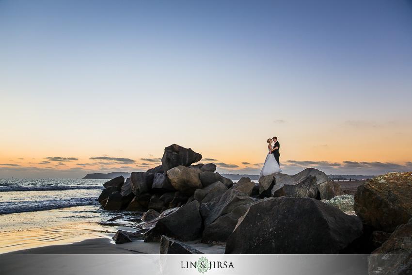 21-hotel-del-coronado-san-diego-wedding-photographer-beautiful-night-time-photos-of-bride-and-groom
