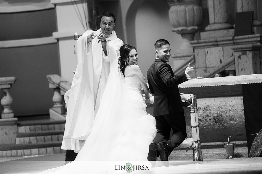 13-los-coyotes-country-club-buena-park-wedding-photographer-beautiful-catholic-wedding-ceremony-photos