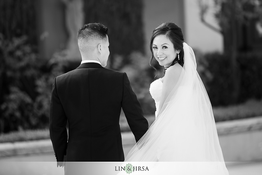 14-los-coyotes-country-club-buena-park-wedding-photographer-beautiful-bride-and-groom-portraits