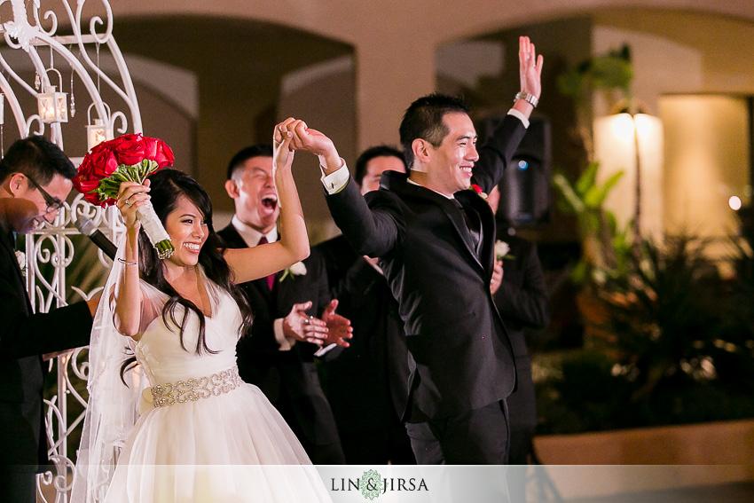 17-the-grand-long-beach-event-center-wedding-photographer-night-time-outdoor-ceremony-photos
