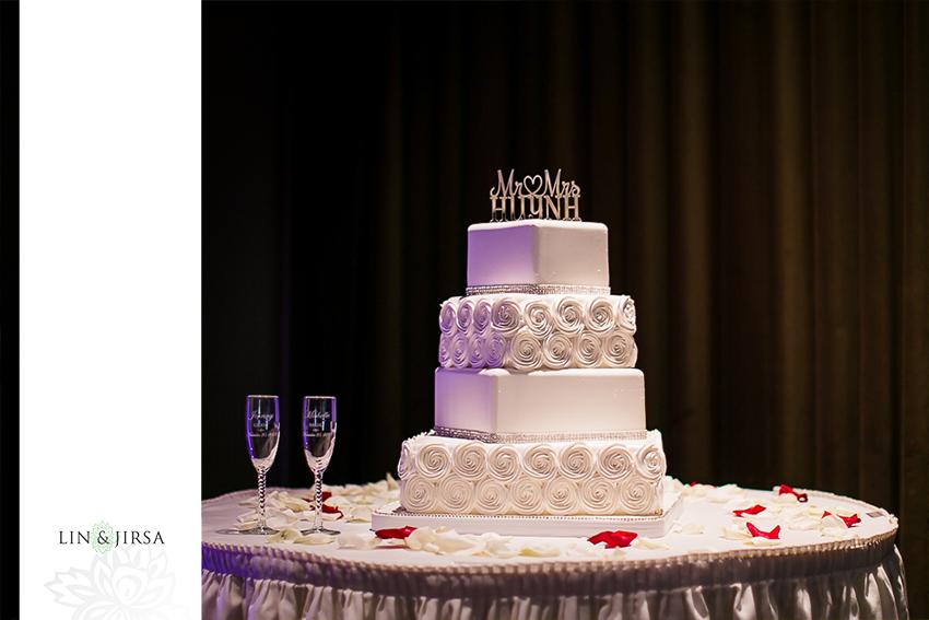 18-the-grand-long-beach-event-center-wedding-photographer-yummy-wedding-cake