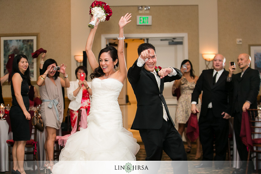 21-los-coyotes-country-club-buena-park-wedding-photographer-grand-entrance