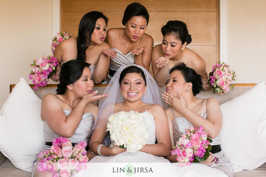 02-hotel-bel-air-los-angeles-wedding-photographer-bride-with-bridesmaids-wedding-day