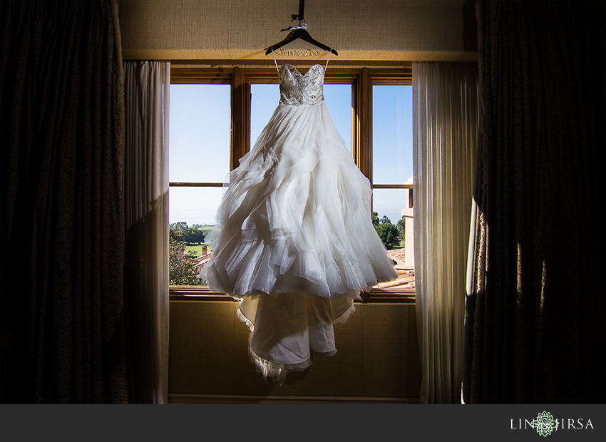 02-the-resort-at-pelican-hill-newport-beach-wedding-photographer-wedding-dress