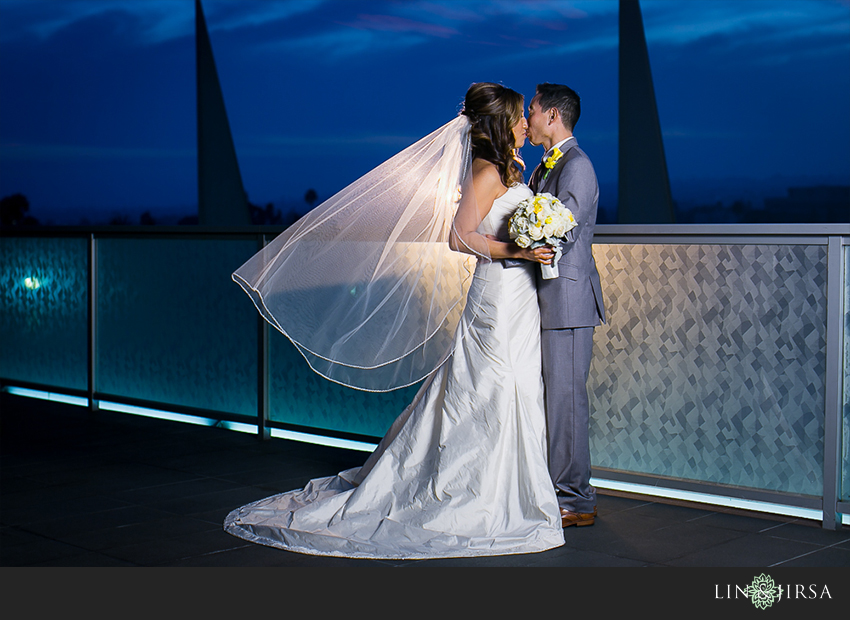 23-petersen-automotive-museum-los-angeles-wedding-photographer-romantic-bride-and-groom-photos