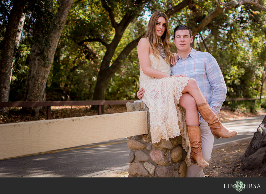 08-love-is-in-the-air-engagement-photos