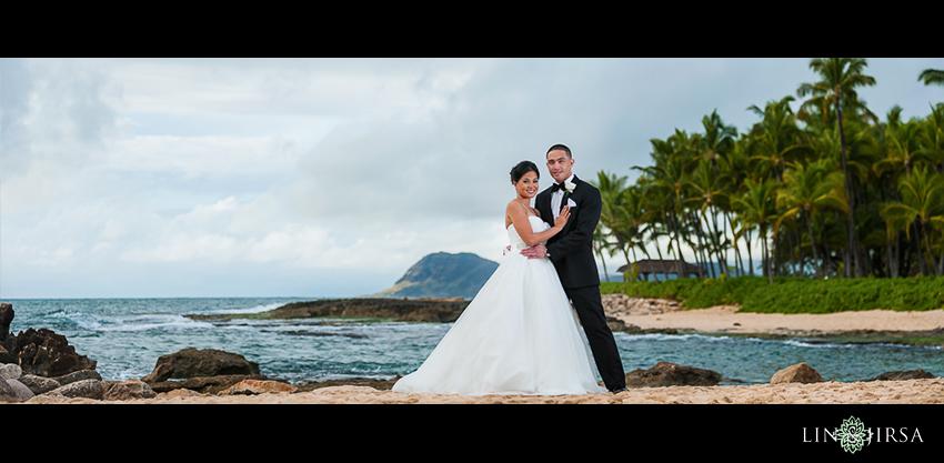 13-jw-marriott-ihilani-ko-olina-hawaii-wedding-photographer-bride-and-groom-beautiful-weddig-day-photos-at-the-beach