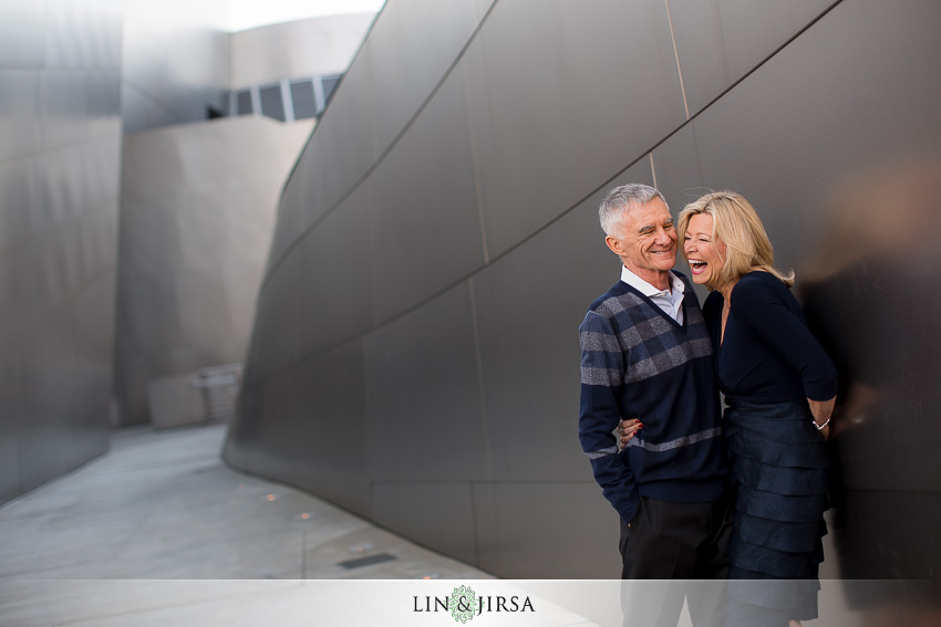 04-gorgeous-downtown-los-angeles-night-time-engagement-photos