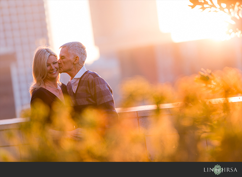 05-gorgeous-downtown-los-angeles-night-time-engagement-photos
