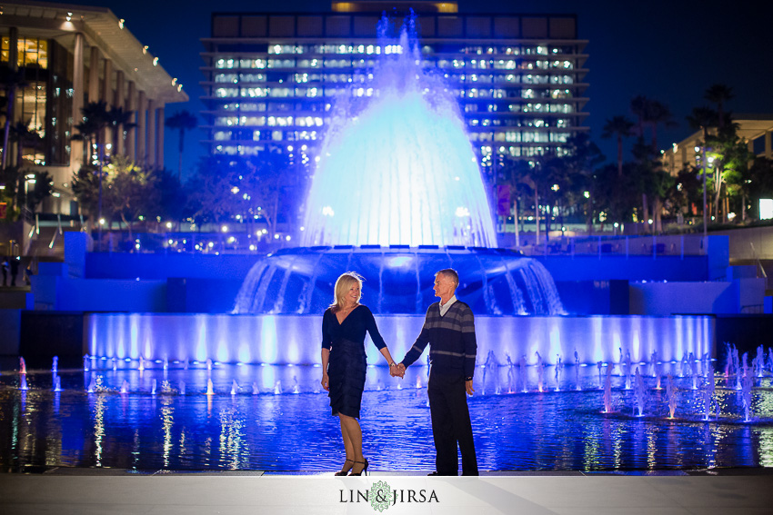 08-gorgeous-downtown-los-angeles-night-time-engagement-photos