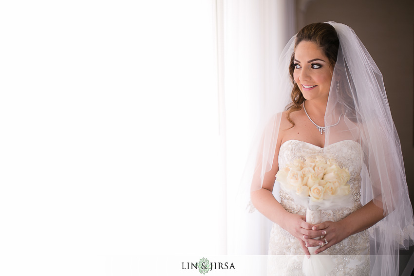 05-hyatt-huntington-beach-orange-county-wedding-photographer-bride-portrait