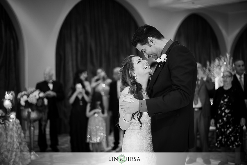 23-hyatt-huntington-beach-orange-county-wedding-photographer-beautiful-bride-and-groom-first-dance-photos