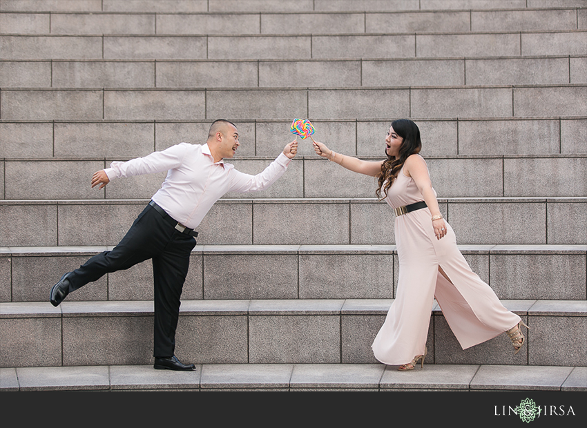 06-fun-downtown-los-angeles-sunset-engagement-photos