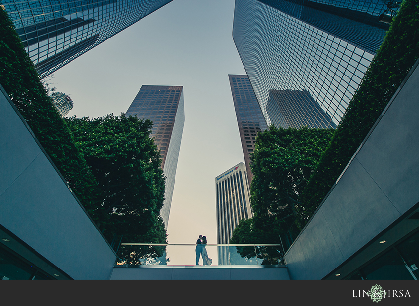 08-fun-downtown-los-angeles-sunset-engagement-photos