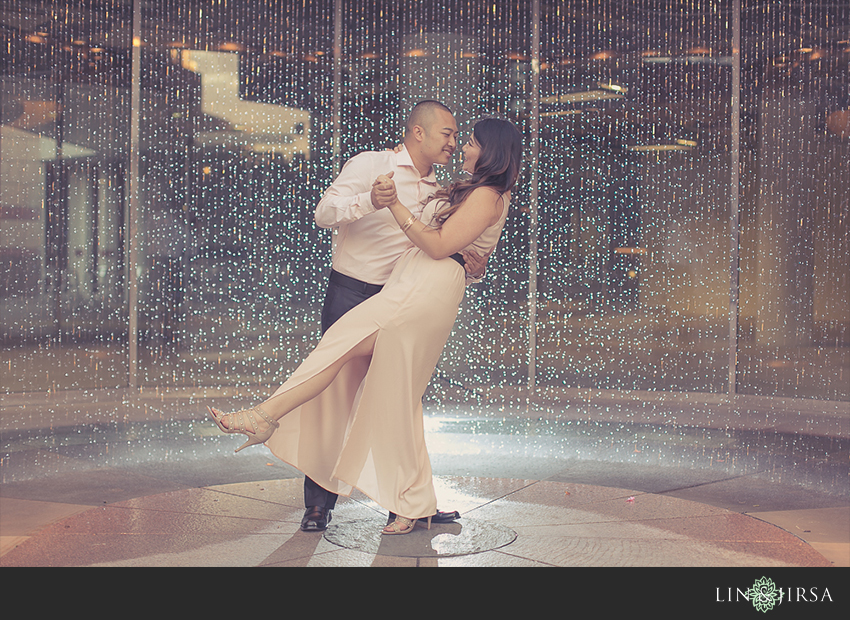 09-fun-downtown-los-angeles-sunset-engagement-photos