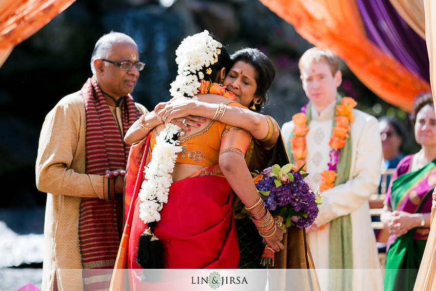 11-gorgeous-four-seasons-westlake-village-indian-ceremony-photos