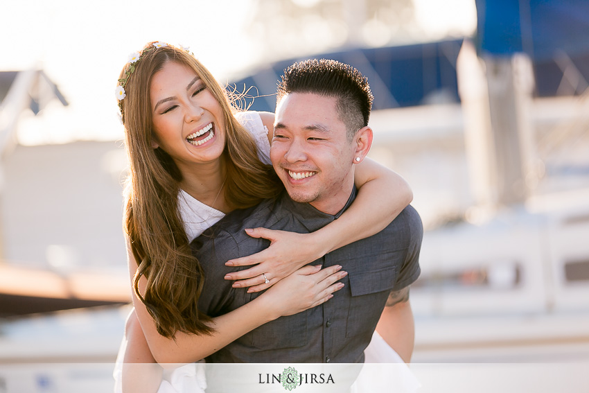 06-fun-balboa-island-newport-beach-engagement-photos