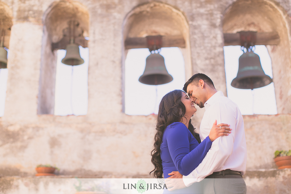 06-lovely-mission-san-juan-capistrano-indian-engagement-pictures