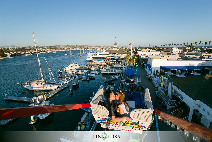 07-fun-balboa-island-newport-beach-engagement-photos