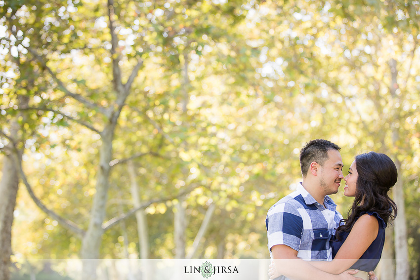 06-fun-romantic-crystal-cove-engagement-photographer