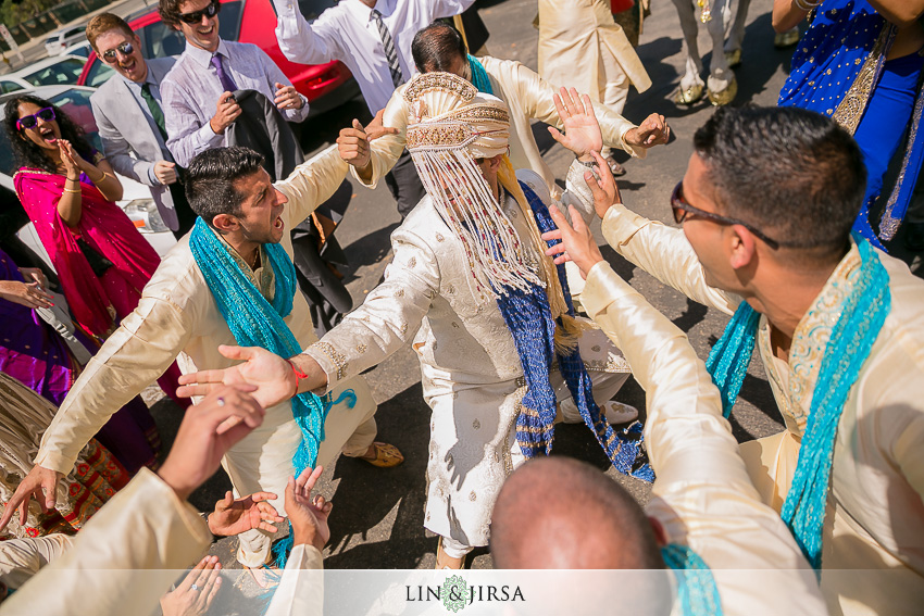 11-beautiful-baraat-wedding-photos