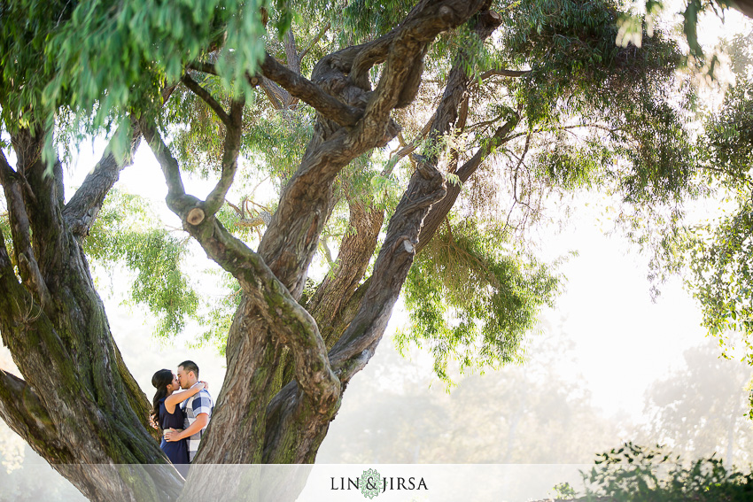 11-fun-romantic-crystal-cove-engagement-photographer