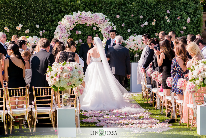 14-lovely-outdoor-wedding-photos