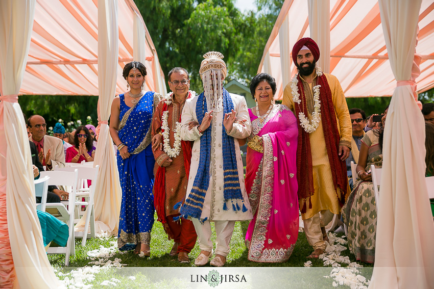 17-beautiful-baraat-wedding-photos