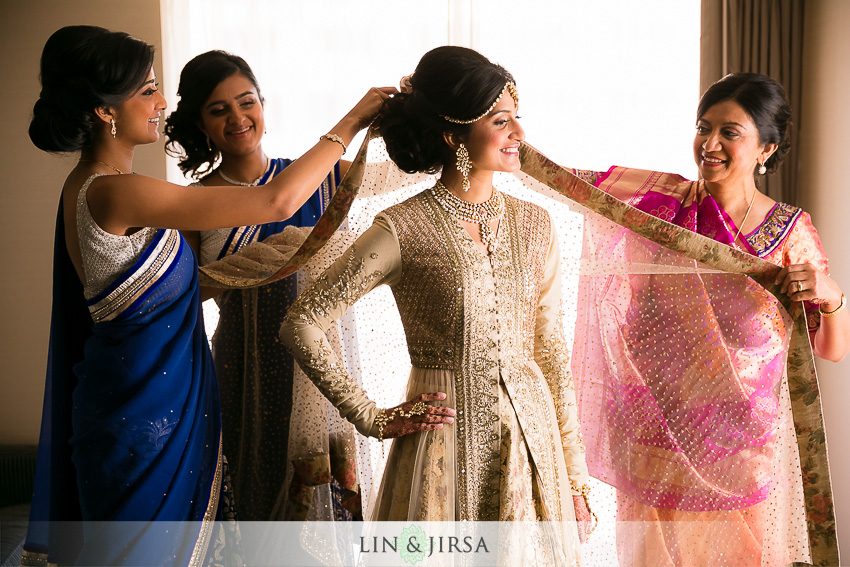 03-walt-disney-concert-hall-indian-wedding-getting-ready-photos
