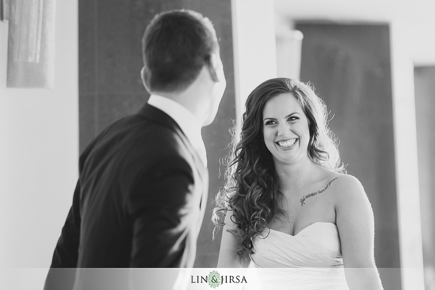 06-oviatt-penthouse-los-angeles-wedding-photographer-first-look-photos