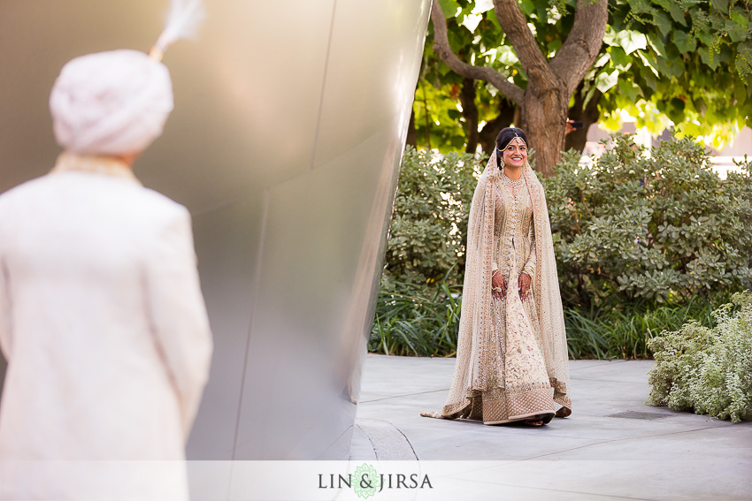 09-walt-disney-concert-hall-indian-wedding-first-look-couple-session-photos